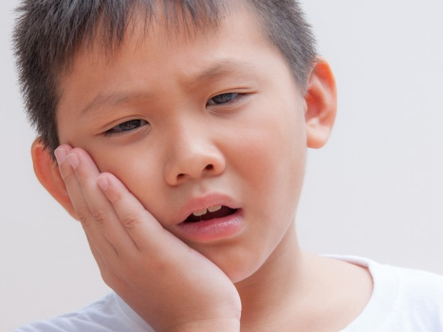 boy-toothache